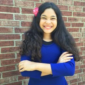 Elyssa Fernandez of WhollyART - headshot